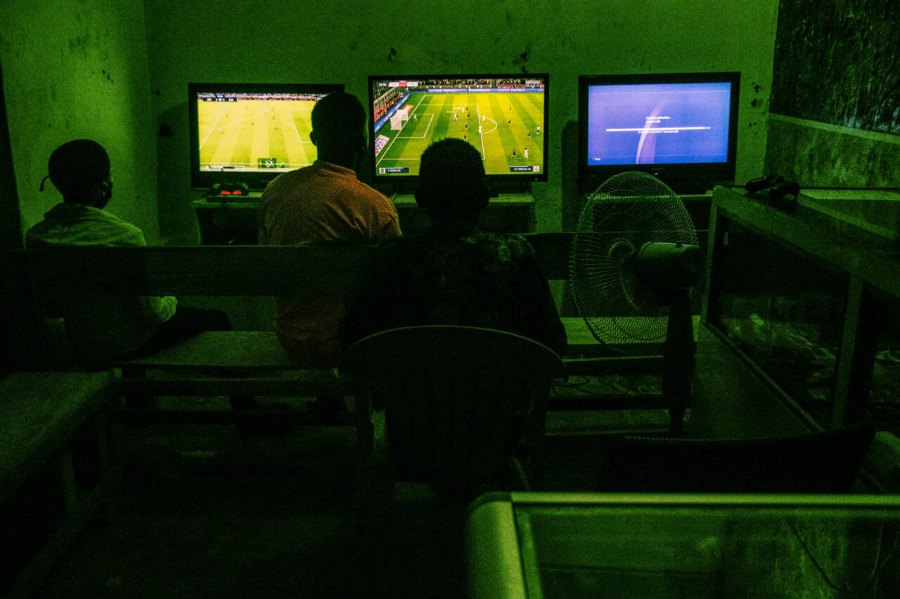 Terminus, Kinshasa, DRC, May 2020. Youths who have no electricity at home last month stay out late playing video games at a local kiosk powered by generator in the Terminus neighbourhood of Kinshasa. © Justin Makangara for Fondation Carmignac