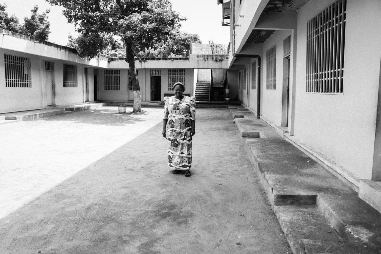 Kinshasa, Democratic Republic of Congo, March 19, 2020. Sister Élysee, who runs a school in the Mont Ngafula area of Congo's capital, stands in a courtyard on the day Congolese authorities closed schools, shut down major commercial activities, and closed off access to the wealthy Gombe district to enforce social distancing.  © Justin Makangara for Fondation Carmignac